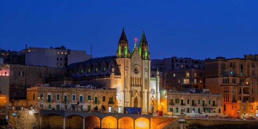 Isla de San julian en Malta, sitio ideal para estudiar idiomas