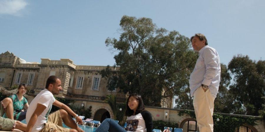 grupo de estudiantes de institución Sprachcaffe Malta