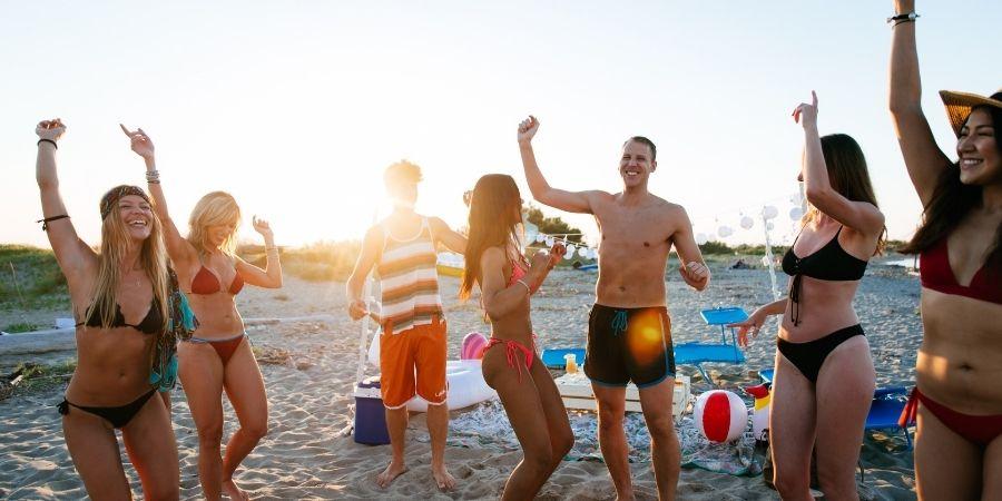 fiesta en las playas de malta
