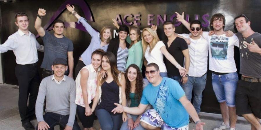 jovenes de excursión en malta con ACE English Malta