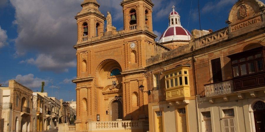 en malta hay muchas iglesias