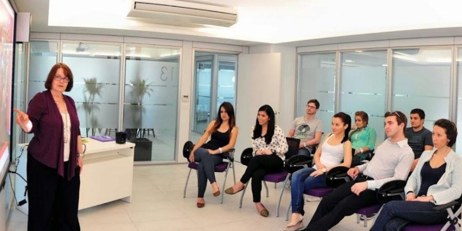 estudiantes de ACE Malta en clases